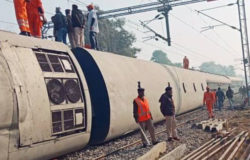 Seven people killed, dozens injured in India train derailment